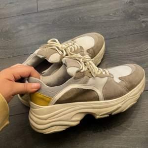 Chunky sneakers köpta på Raglady by Tara för 2,5 år sedan. I använt skick! Otroligt sköna att gå i.