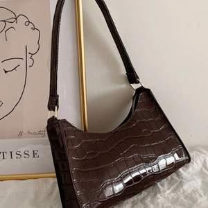 Jättefin brun väska som tyvärr inte kommer till användning, aldrig använd så mycket bra skick🤎
