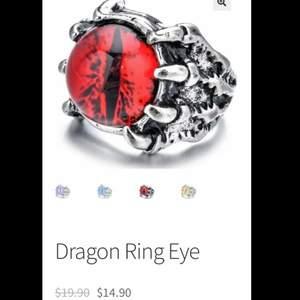 Säljer denna ringen på grund av att den inte kommer till användning, köpt för cirka 1 månad sedan för 125kr. Kan skicka egen bild om du vill de. Köpare står för frakten!