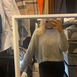 Säljer min fina gråa tröja! Som ät ribbad