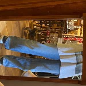 intressekoll på dessa yoko jeans från monki. använda men i gott skick. inte helt säker på om jag vill sälja dem men skriv lite förslag på pris eller så i kommenterena!
