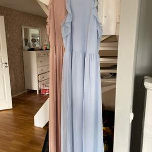 Jättefina långklänningar från hm. Säljes då jag inte har någon användning av dem, rosa använd 2 ggr blå använd 1 gång. Perfekt för t.ex skolavslutningen😍 Skriv för mer info. En för 100 kr eller båda för 180 kr☺️