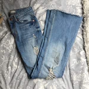Bootcut jeans med slitningar ❤️