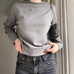Jättefin sweatshirt köpt på newyorker för ett tag sen. Jättefin till våren och sommaren!