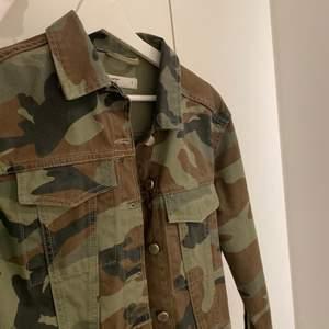 sjukt nice camouflage jacka👌🏻👌🏻 knappt använd