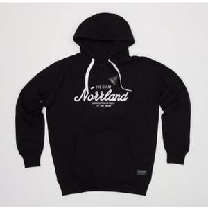 """THE GREATE NORRLAND"""" huddie svart,storleken XL! Köpt för """"900kr"""" använd 2 gånger! #huddie"""