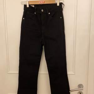 Detta är ett par Levis jeans. Det är storlek 25 i dom. Dom är aldrig använda bara testade.