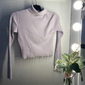 Supermysig lila tröja! Aldrig använd pga spontanköp! Stl S❤️ Samfraktar gärna🥰 frakten är spårbar!