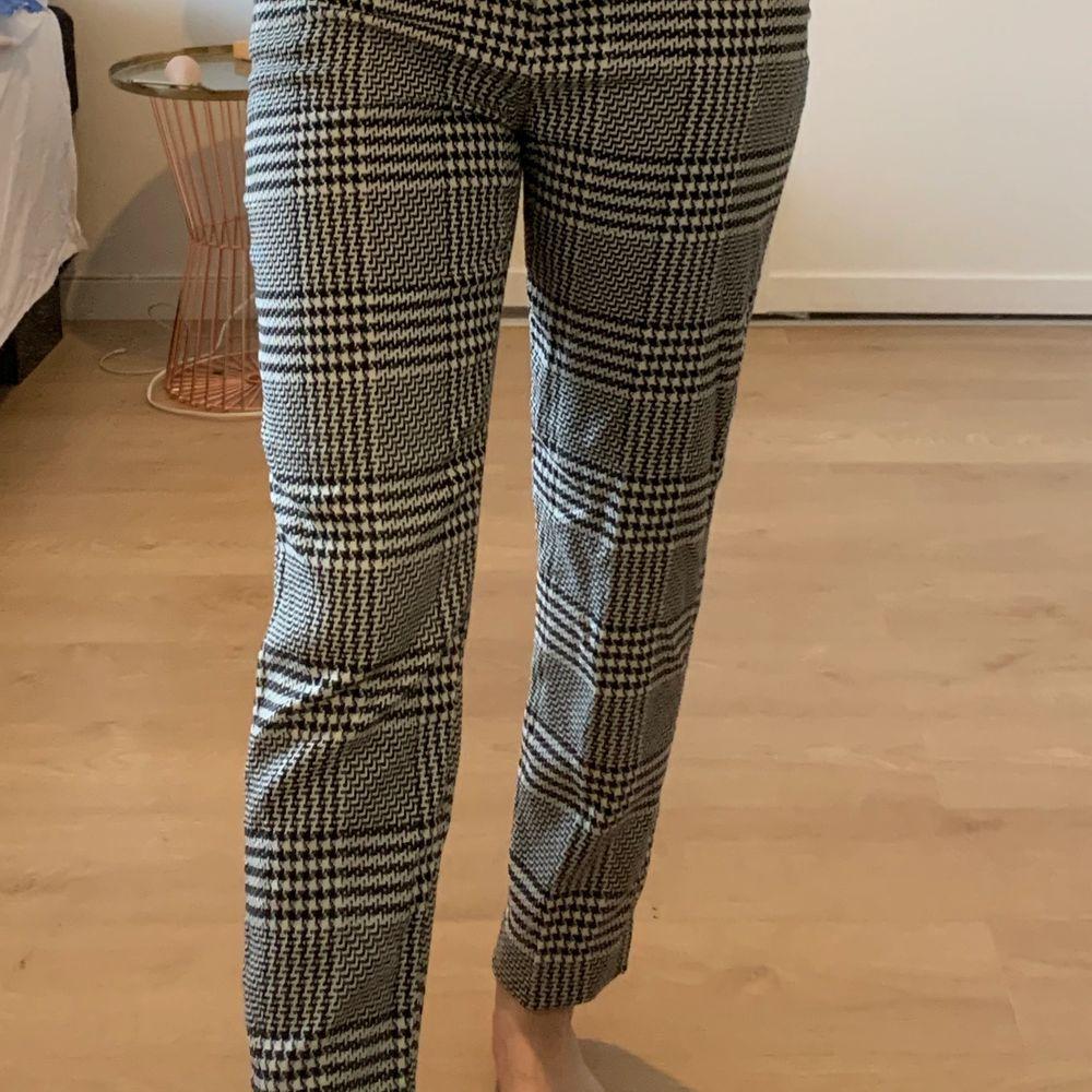 Kostymbyxor ifrån hm. Är 166cm💕. Jeans & Byxor.