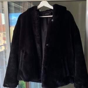 Felfri jacka från Zara, mysig och skön, perfekt för vår och höst.