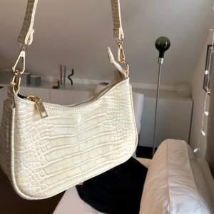Säljer denna fina baguette väskan!❤️
