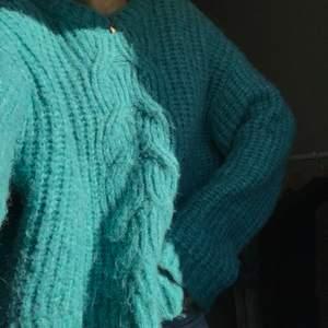Så fin och mysig stickad tröja från bikbok men kommer tyvärr inte till användning! Frakt tillkommer ❣️