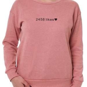 En jättefin sweatshirt från märket Atmosphere!💕 Storleken är 34 men passar även 36🍄  Frakten är inkluderad i priset💕 Kontakta mig via pm för mer information💕🍄
