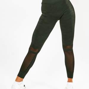 Säljer dessa tights och även  matchande top, kolla min profil för bild. Storlek xs, som nya! Bara att be om att få min egen bild så skickar jag 💕