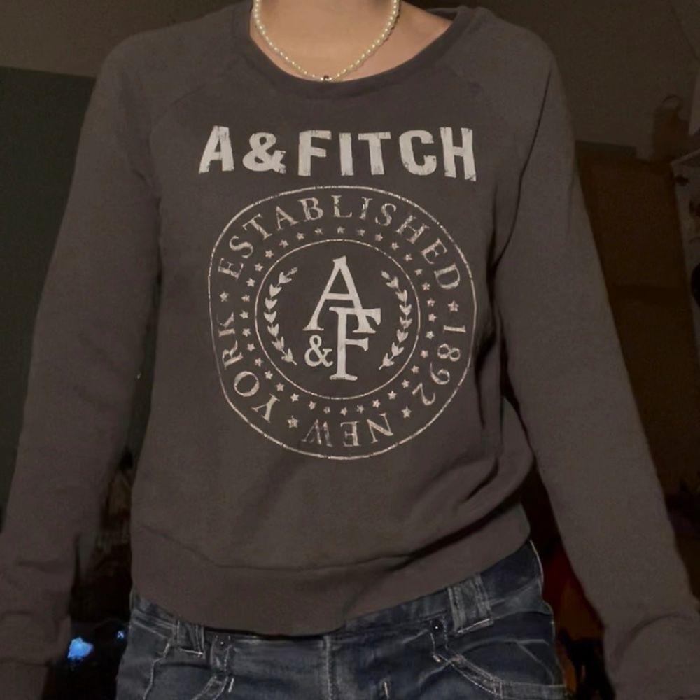 Snygg brun a&fitch tröja (köparen står för den eventuella frakten💕)(intressekoll). Huvtröjor & Träningströjor.
