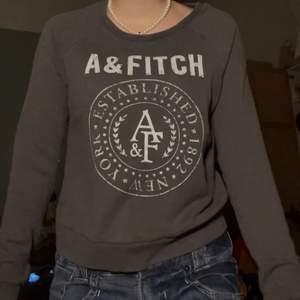 Snygg brun a&fitch tröja (köparen står för den eventuella frakten💕)(intressekoll)