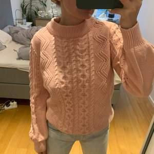 Säljer denna super fina stickad tröja! Köpt på MQ för 2 år sen. Använt 1 gång! Säljer för har för mycket tröjor. 150 plus frakt/mötas.