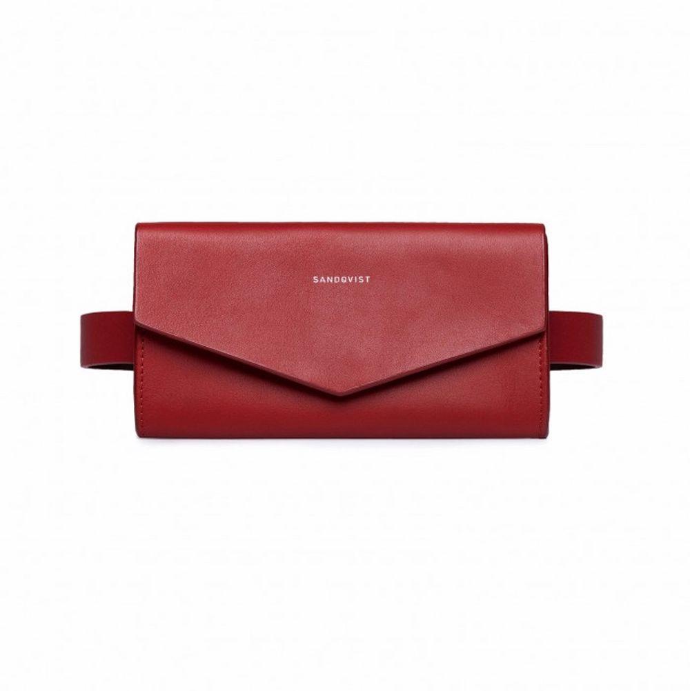 Sandqvist FLORENS väska. Kan användas som magväska, bältesväska och som axelväska. Enbart använd en gång. Perfekt skick, justerbar. ❤️  Nypris 1500kr. SÄNKT PRIS 400kr. Väskor.