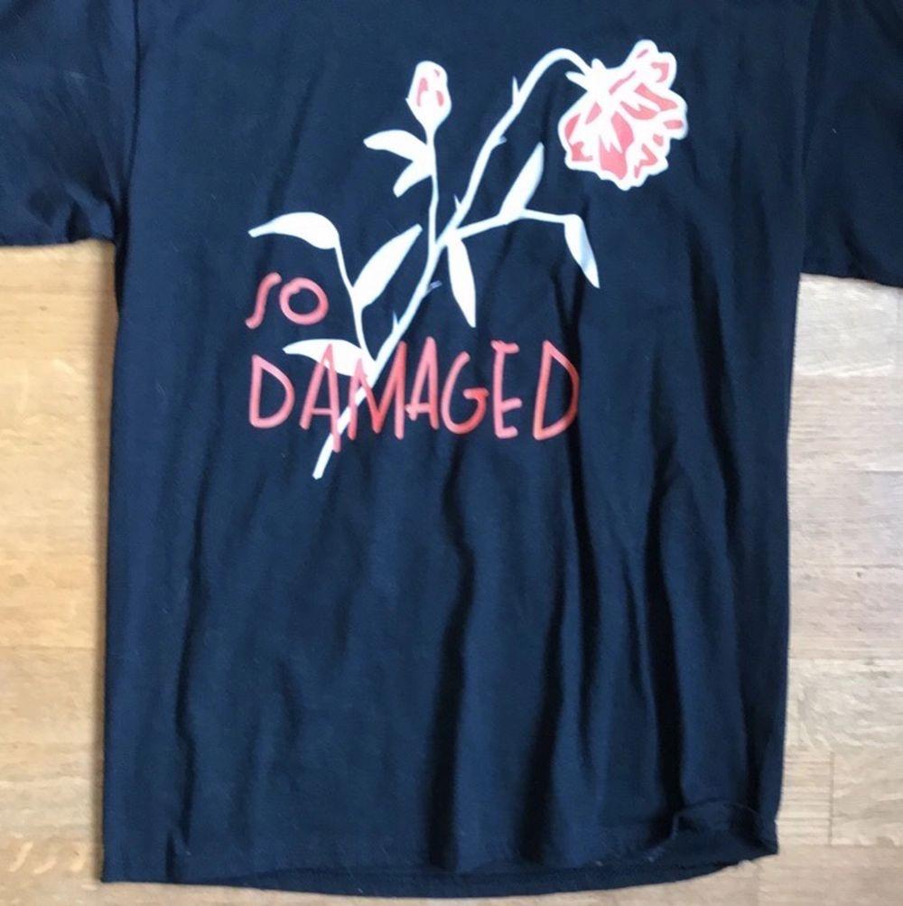 Säljer denna oanvända tröja från teenheart. Nypris 250 kronor jag säljer för 140 Frakt ingår i priser.. T-shirts.