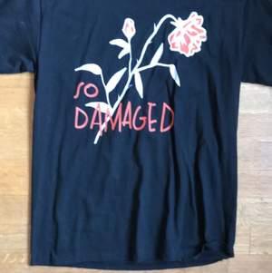 Säljer denna oanvända tröja från teenheart. Nypris 250 kronor jag säljer för 140 Frakt ingår i priser.