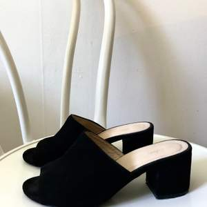 Skor ifrån nly använda ett fåtal gånger! Storlek 36 &  supersköna!! Hämtas i Årsta eller skickas mot frakt 💞💕