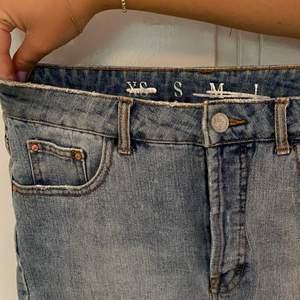 Jeansshorts. Knappt använda. Köparen står för frakt.