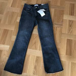 Helt nya Zara jeans med taggar . Mid-Rice cropped jeans