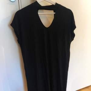 Klänning från Gina Tricot aldrig använt med prislapp