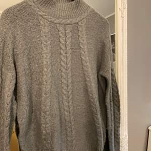 Stickad tröja från vero Moda, storlek M. Inte använd mycket super skön och sticks inte.