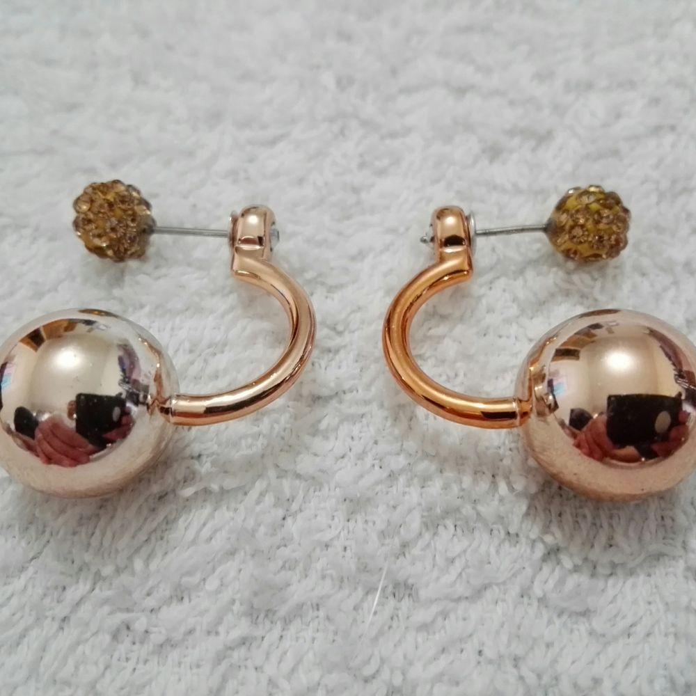 Nytt! Örhänge.Guldfärg eller silverfärg
