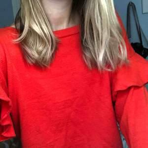 Röd tröja från zara, köparen står för frakt!