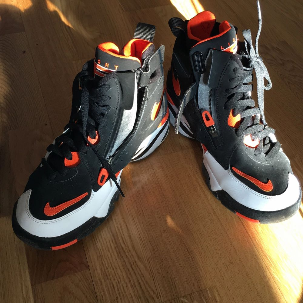 Nike air skor sparsamt använd, men tyvärr för små.. Skor.