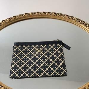 En liten plånbok elr kuvert Väsk hållare i bra skick från By Marlene Birger