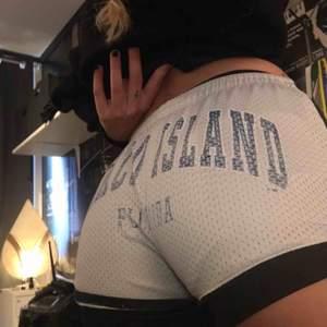 Sköna shorts som aldrig kommer till användning. Det står storlek M men jag skulle säga XS/S 💕 köparen står för frakt eller så kan jag mötas i uppsala!