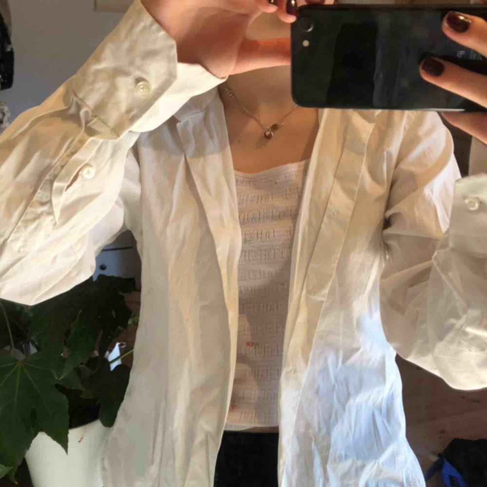 Basic vit skjorta :) . Skjortor.