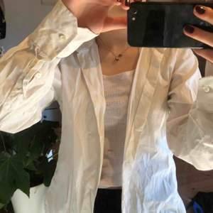Basic vit skjorta :)