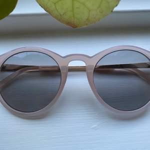 Snygga solbrillor som tyvärr aldrig blivit använda!