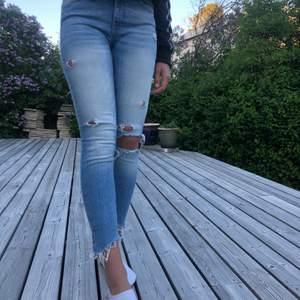 Jeans från Zara Woman i storlek 34.