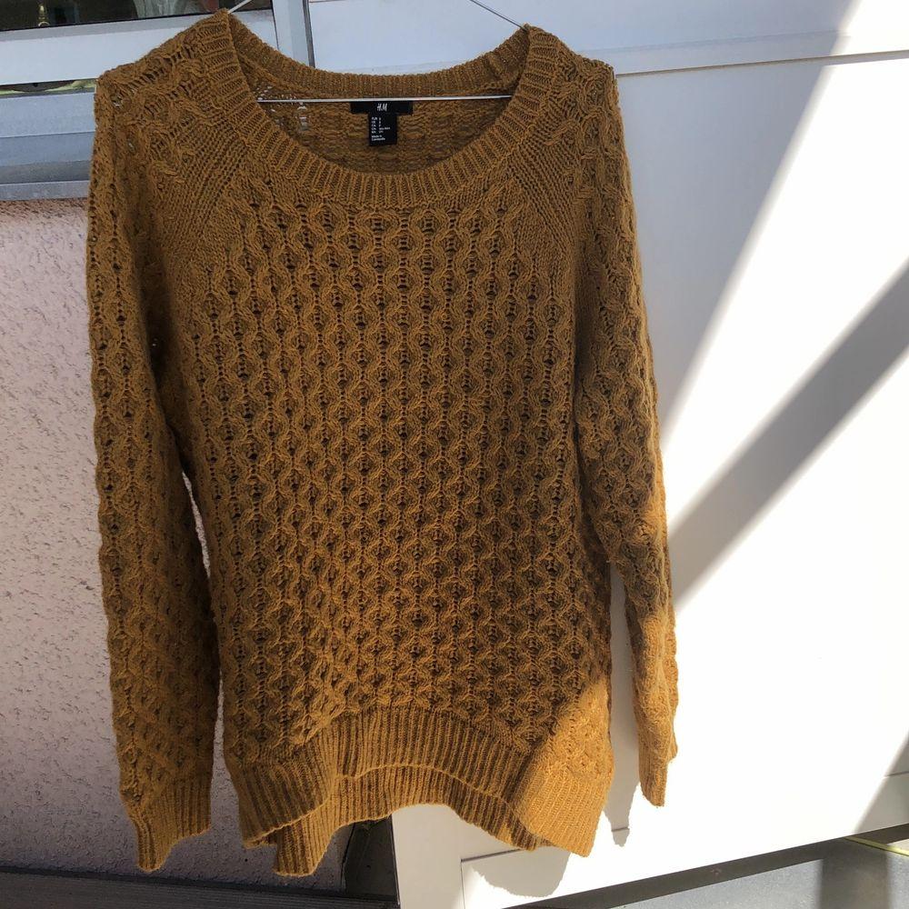Fin stickad tröja från HM, knappt använd så i bra skick. Köpare står för frakt 🌼. Stickat.