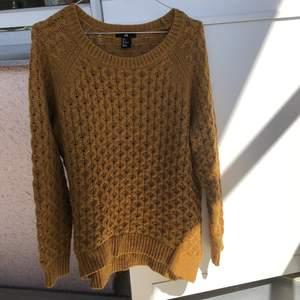 Fin stickad tröja från HM, knappt använd så i bra skick. Köpare står för frakt 🌼