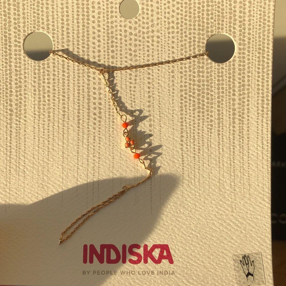 Fin accessoar från Indiska, har 5 st till! Passar verkligen fint till sommaren och som en fin present! Säljer de för 25kr styck (original priset är 130kr). Accessoarer.