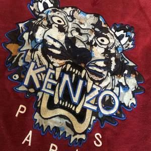 Knappt använd vinröd Kenzo tröja! Storlek S-M. 500kr eller bud🥰