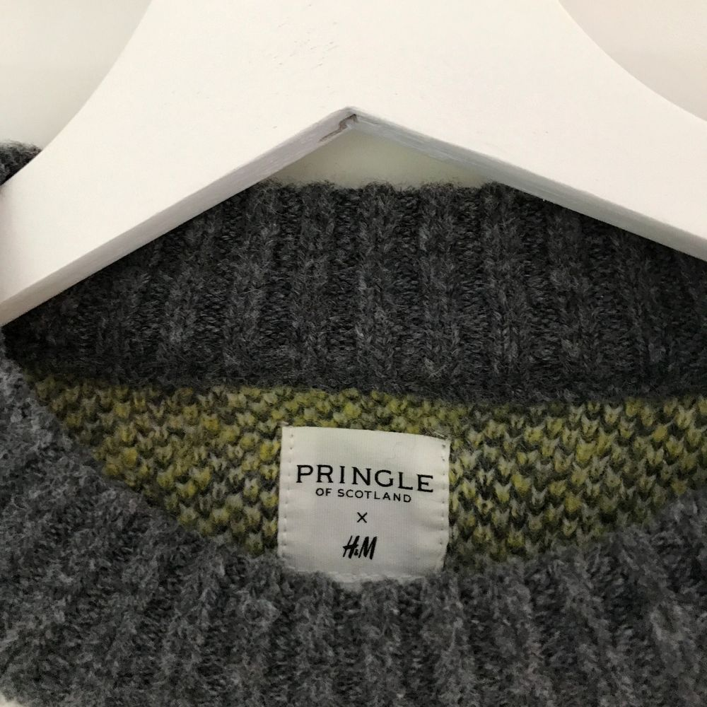 En stickad tröja från hm. Jätte enkel som passar till allt. Perfekt för skolstarten och hösten!💖. Stickat.