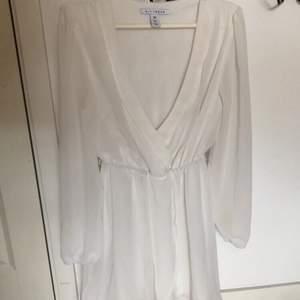 Säljer denna så söta klänning från NLY trend/nelly, aldrig använd