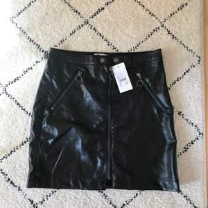 Lackkjol från bikbok, köpt för 249kr. Storlek 34