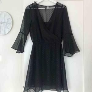 En prickig meshklänning från HM i storlek 38💕💕