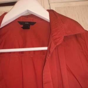 Persikorosa skjorta från hm, knappt använd. Fin passform även den!🧡❤️💗  , möts upp och fraktar!🥰