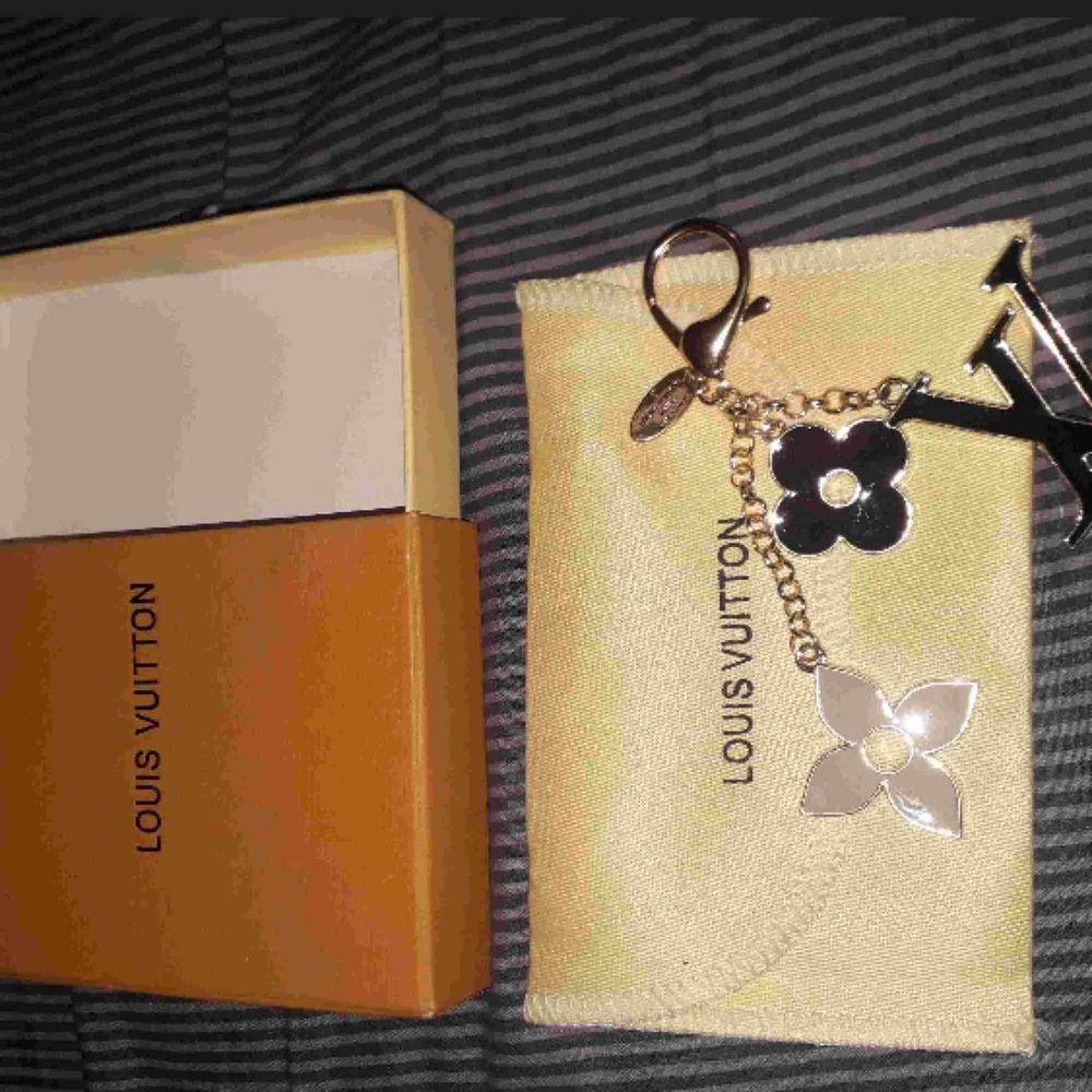 Jätte fin Louis vuitton nyckelring med box ingår! . Accessoarer.