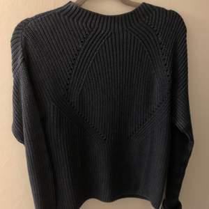 Super snygg stickad tröja, aldrig använd pga för liten. Den är i nyskick<33 (+frakt)💕💕