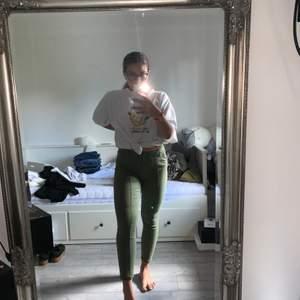 Fina gröna byxor från Cubus. Knappt använda. Pris inkl frakt💖
